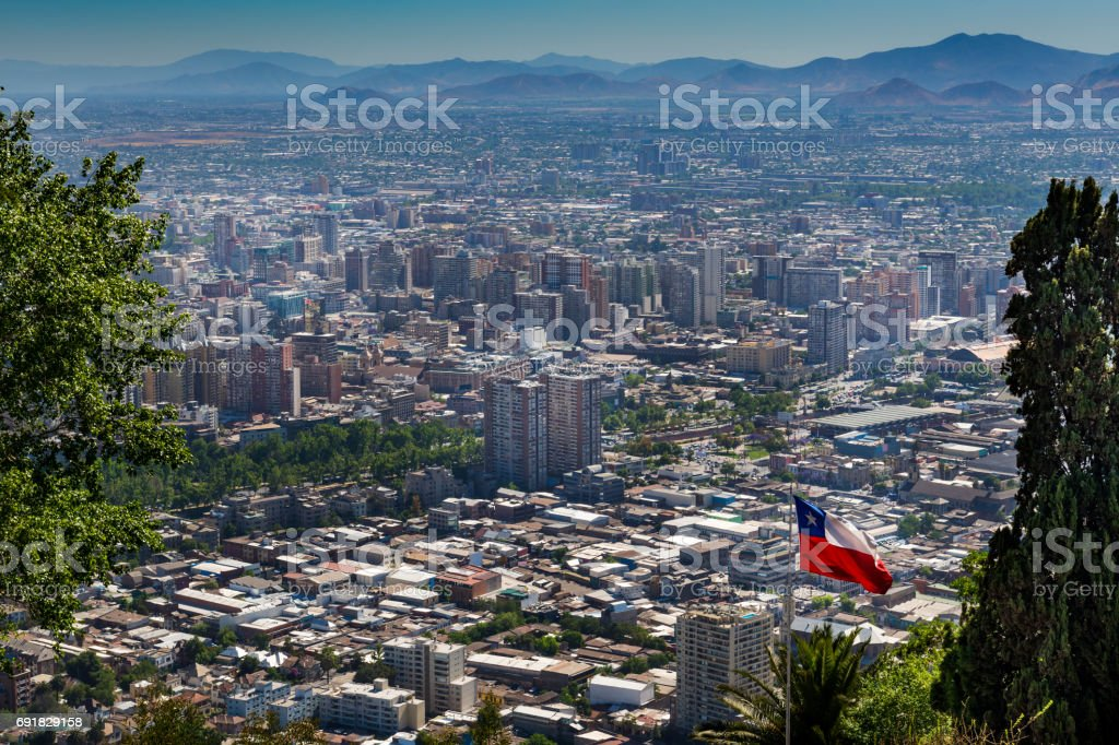 Vista panorâmica da cidade de Santiago do Chile no San Cristobal Hill (Cerroo San Cristobal) no Chile - foto de acervo