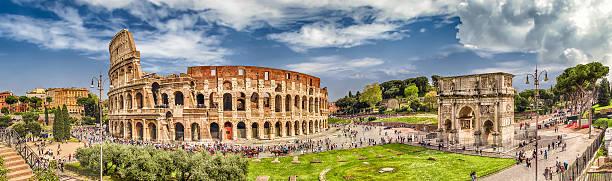 Vista panoramica di il Colosseo e Arco di Costantino, Roma - foto stock