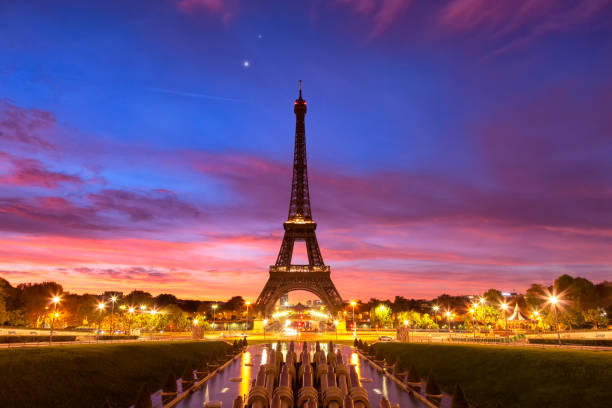 panoramic view of the eiffel tower at dawn. - eiffel tower stock photos and pictures