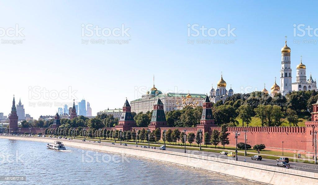 Vue panoramique sur le Kremlin embankment à Moscou - Photo