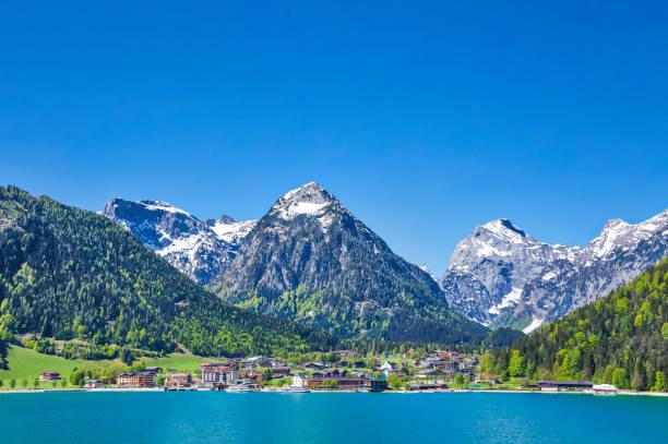 panoramablick auf den bergsee (hdri) - hotel alpenblick stock-fotos und bilder