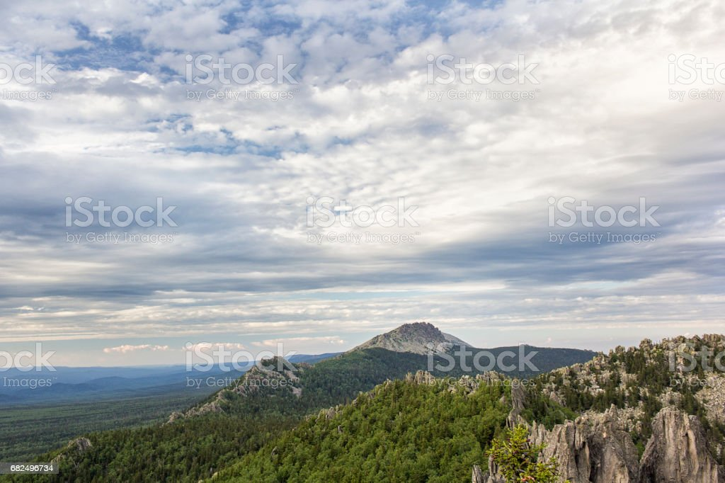 Panoramic view of the mountains and cliffs, South Ural. Summer in the mountains. foto stock royalty-free