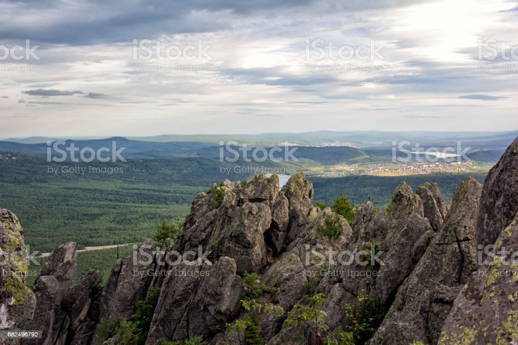 Panoramic view of the mountains and cliffs, South Ural. Summer in the mountains. foto de stock royalty-free