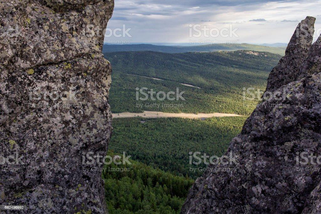 Panoramik Dağları ve kayalıklarla, Güney Ural. Dağlarda yaz. royalty-free stock photo
