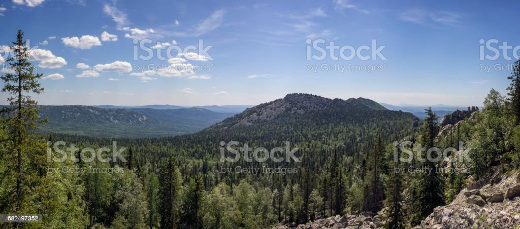 Panoramic view of the mountains and cliffs, South Ural. Summer in the mountains. Стоковые фото Стоковая фотография