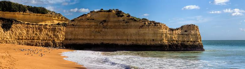 Panoramisch Zicht Op De Rotsformaties Praia De Marinha Caramujeira Lagoa Algarve Portugal Stockfoto en meer beelden van Algarve