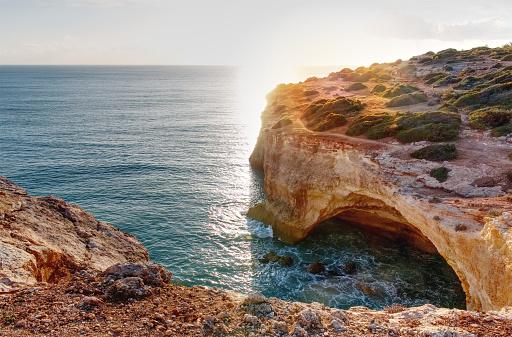 Panoramavy Av Klippformationer Praia De Marinha Caramujeira Lagoa Algarve Portugal-foton och fler bilder på Algarve