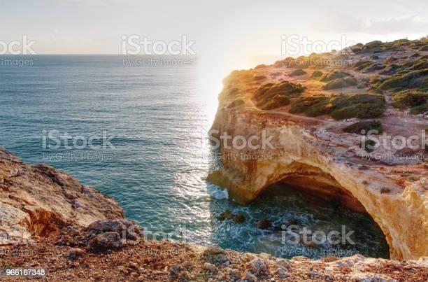 Панорамный Вид На Скальные Образования Прайядемаринха Карамуджейра Лагоа Алгарве Португалия — стоковые фотографии и другие картинки Алгарви