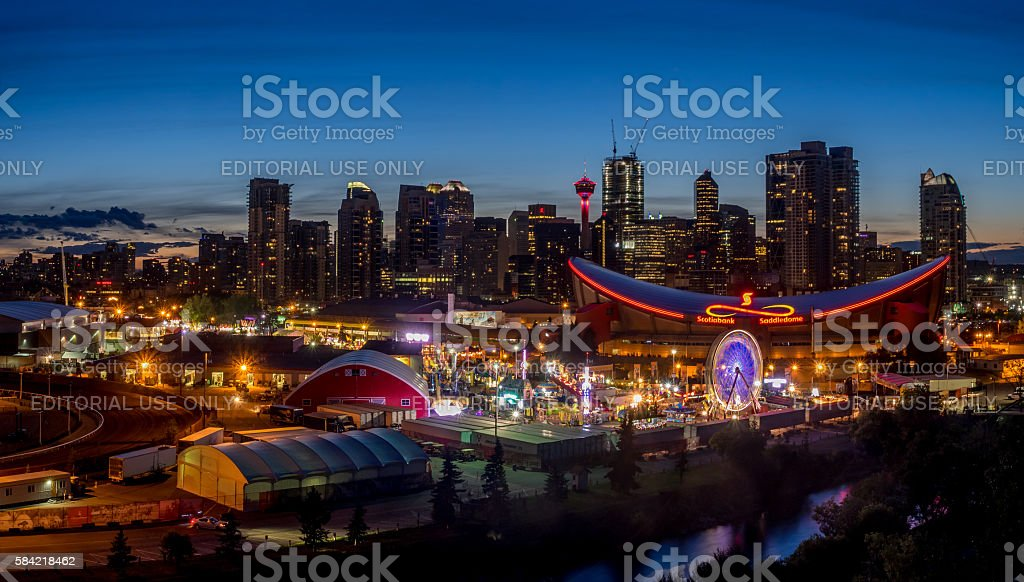 Panoramic view of the the Calgary Stampede at sunset - foto stock