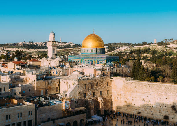 Panoramic view of the Western Wall and the Temple Mount in the old city of Jerusalem, Israel Panoramic view of the Western Wall and the Temple Mount in the old city of Jerusalem, Israel. jerusalem old city stock pictures, royalty-free photos & images