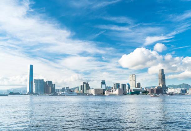panoramablick auf tsim sha tsui und victoria harbour - kowloon stock-fotos und bilder