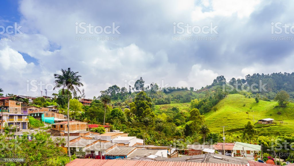 Panoramisch uitzicht op het stadsbeeld van de koloniale oude stad van Salento in Colombia - Royalty-free Activiteit Stockfoto