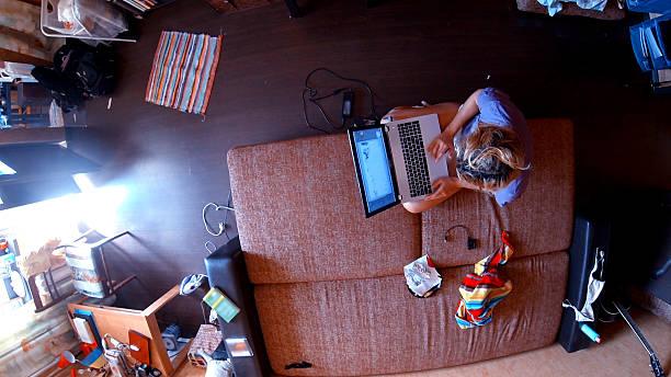 Panorama-Blick auf ein modernes Freiberufler im Wohnzimmer – Foto