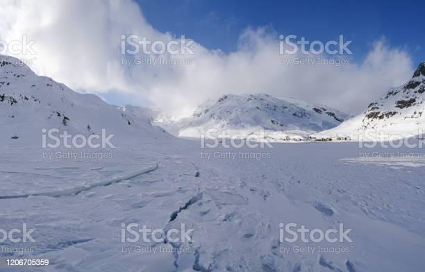 Panoramic view on the frozen lake Montespluga, Madesimo, Sondrio - Стоковые фото Без людей роялти-фри
