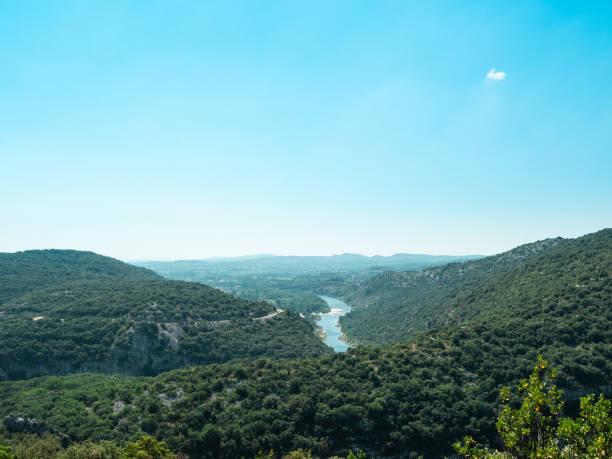 Panoramablick über Massif Central und dem Fluss Ardeche – Foto