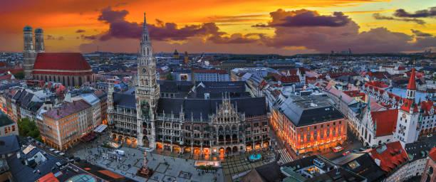 panoramic view over munich with market square marienplatz and cathedral frauenkirche. - marienplatz foto e immagini stock