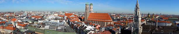 panoramablick über schöne münchen - münchner frauenkirche stock-fotos und bilder