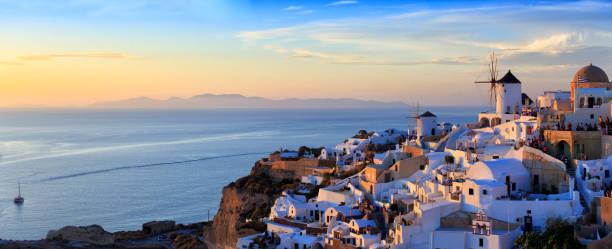 panoramablick auf santorini, griechenland - fira stock-fotos und bilder