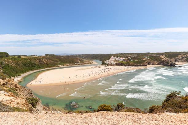 Panoramablick auf Praia de Odeceixe, Surferstrand an der Westküste der Algarve, Distrikt Aljezur Portugal – Foto