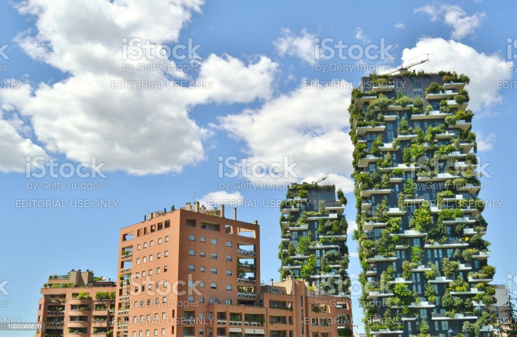 Panoramic view to two modern residences called Bosco Verticale in Milan. - foto stock