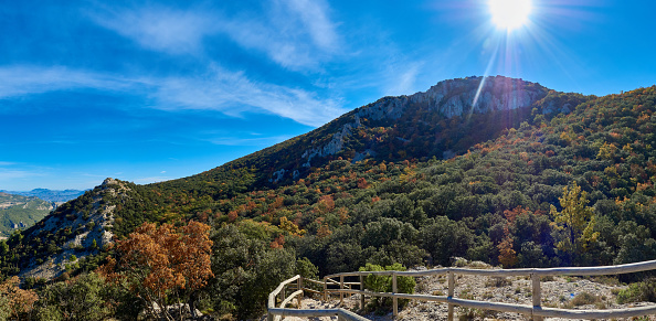 Panoramica del Otoño in the Natural Park of the Red Font (Alcoi) from the viewpoint of Pilates.