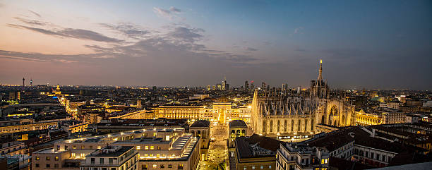 Panoramica notturna di Milano stock photo