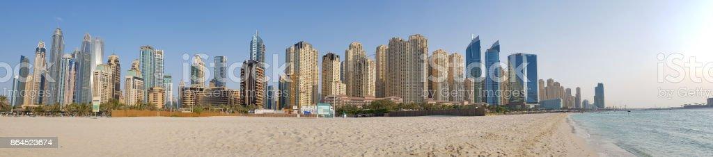 Panoramica playa Dubai JBR - foto de stock