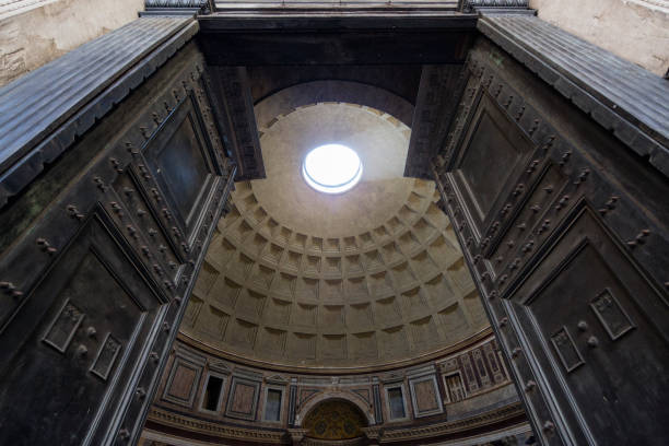 pantheon's door - low angle view foto e immagini stock