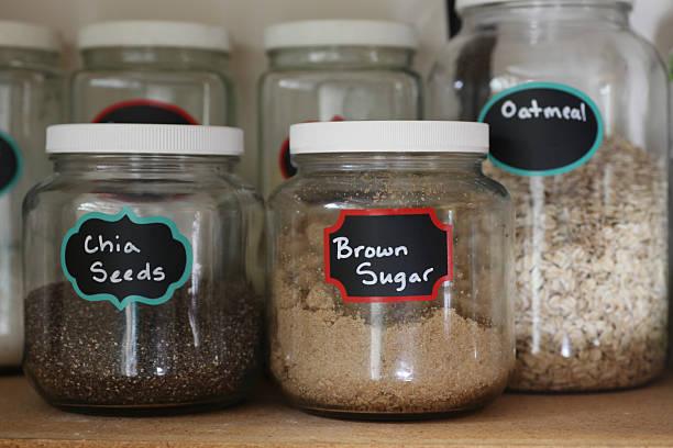 pantry gläser von chia samen und braunem zucker - küchenorganisation stock-fotos und bilder