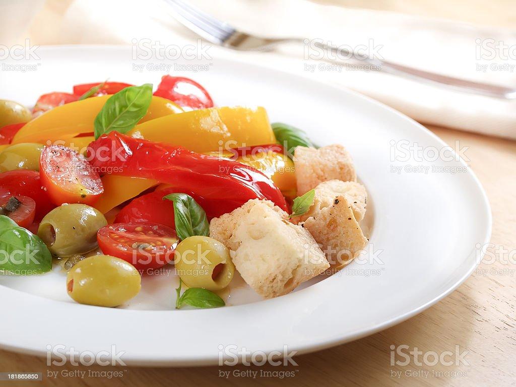Toskanische Brotsalate – Foto
