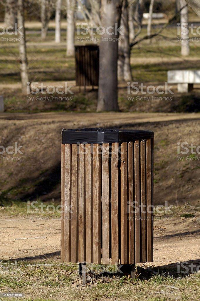 papelera en un parque stock photo