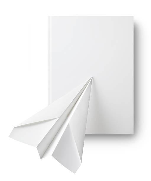 papier flugzeug zu buchen - origami anleitungen stock-fotos und bilder