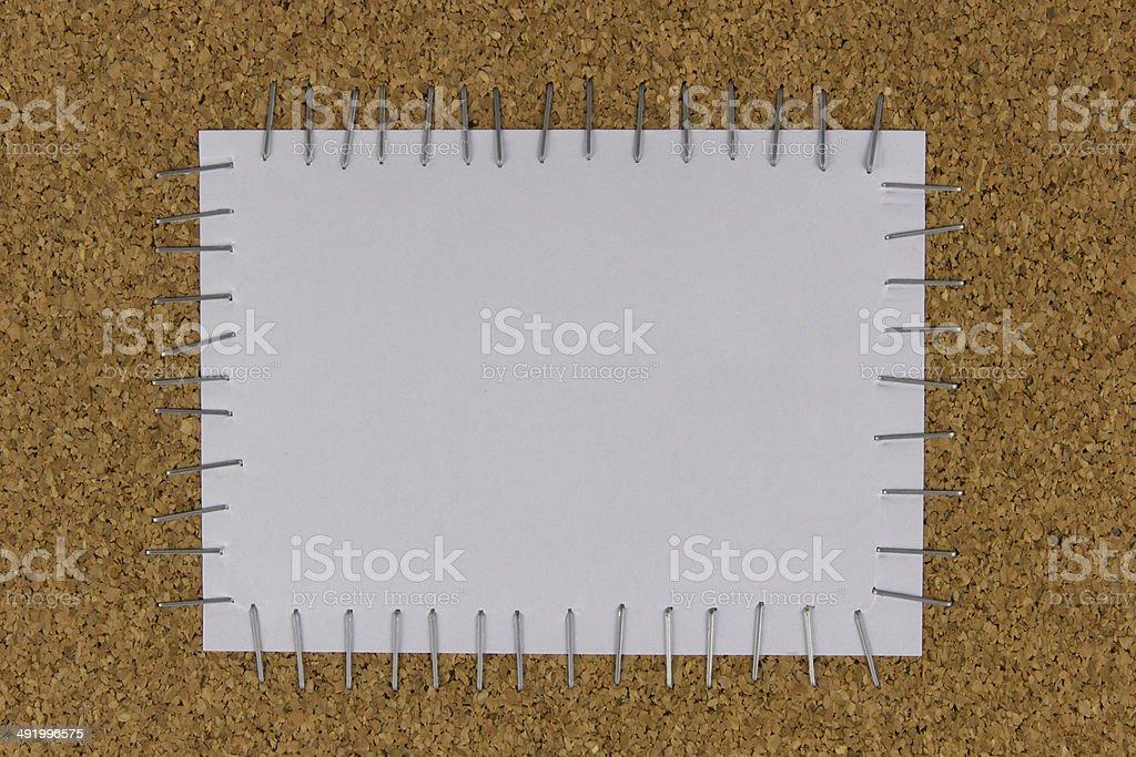 Papel fixado na mesa marrom com Agrafador - fotografia de stock