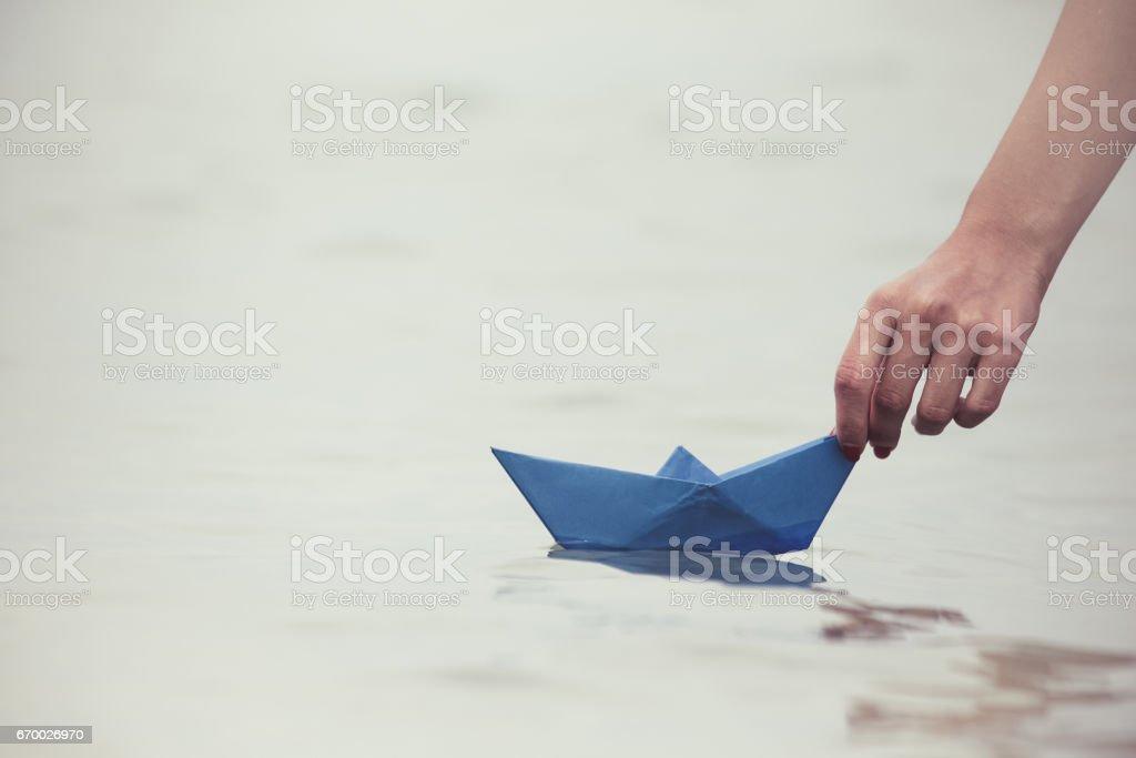 Paper boat in female hand - foto de acervo