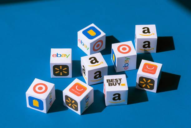 Papierboxen mit eCommerce Markenlogotypen – Foto