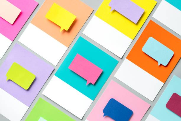 бумажное ремесло искусство речи пузырь значок - сообщение стоковые фото и изображения