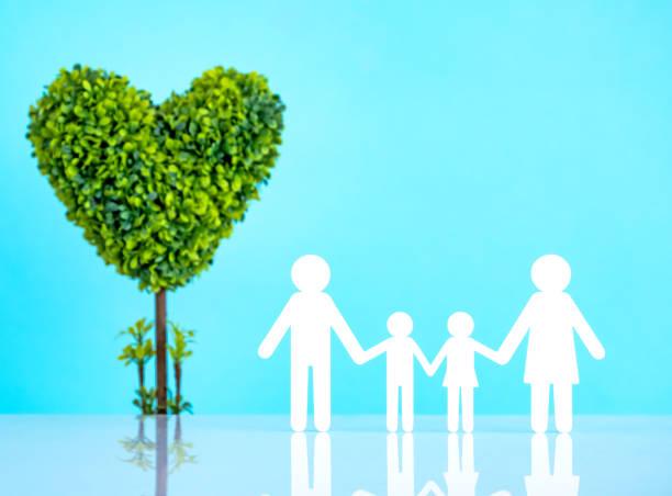 papierschnitt der familie - eco bastelarbeiten stock-fotos und bilder