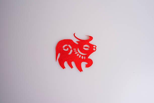 Papier coupes les animaux du zodiaque chinois-boeuf - Photo