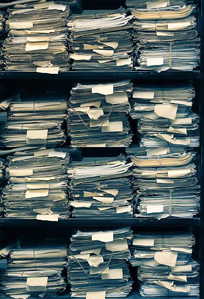 Papierdokumente liegen in Archiv – Foto