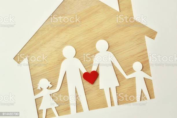 Paper family cutout and house love and family union concept picture id914432730?b=1&k=6&m=914432730&s=612x612&h=l30xm9 fzxjgvnvedg2rz3pbzt9p2scp vkka cj9aw=