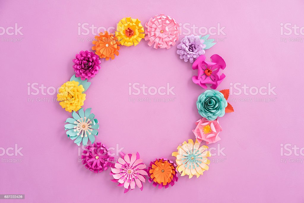 Paper flower wreath – Foto