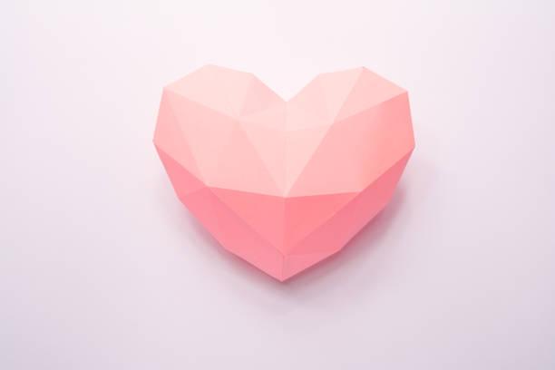 papier-herd mit schatten. rosa polygonalen papierherz für - einladungskarten kostenlos stock-fotos und bilder