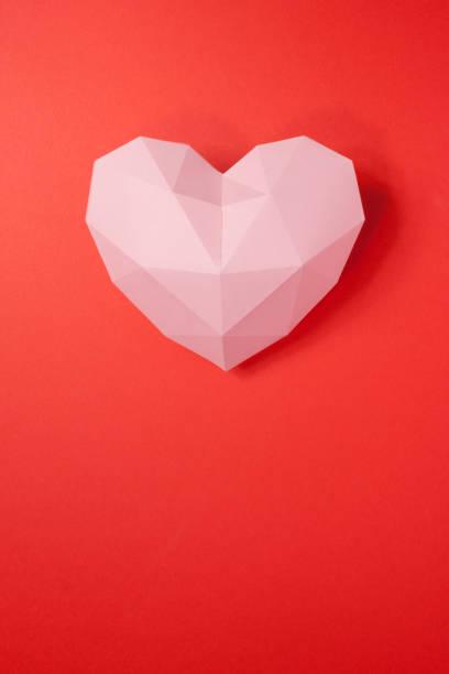 papierherd mit schatten. rosa polygonales papierherz - einladungskarten kostenlos stock-fotos und bilder