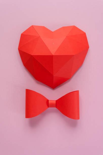 papierherd mit schatten. rotes polygonales papierherz - einladungskarten kostenlos stock-fotos und bilder