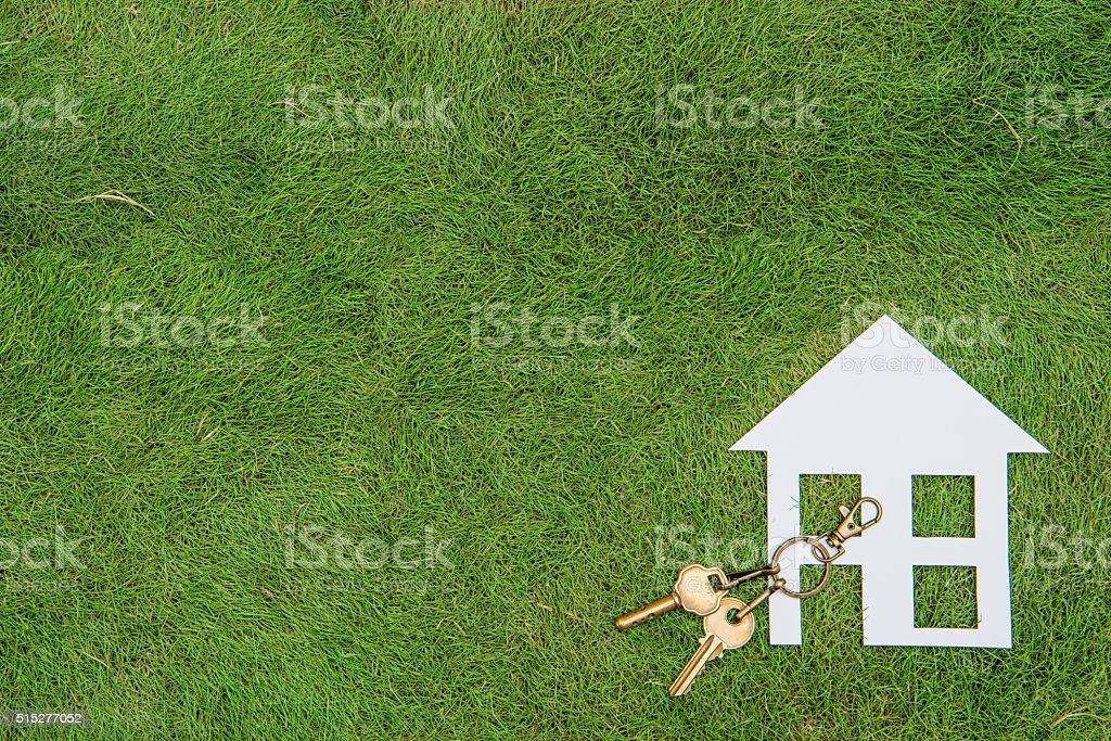 La casa de papel y llave, hogar verde - foto de stock