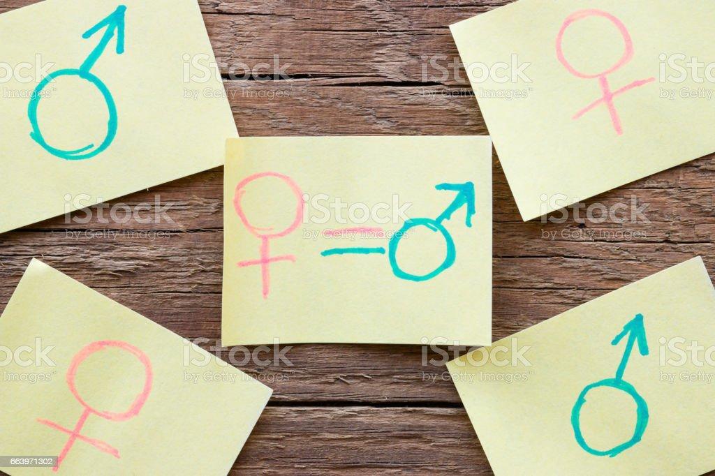 Papier-Schuldbrief mit handgezeichneten Geschlecht Symbole closeup – Foto