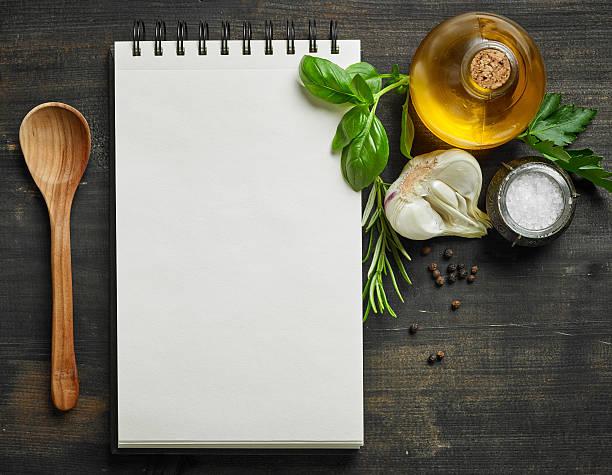 paper notebook and food ingredients - receita - fotografias e filmes do acervo