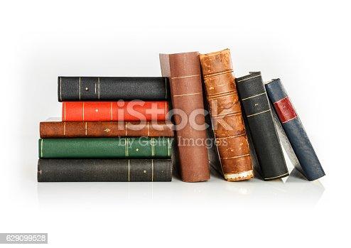 537881816 istock photo paper wisdom 629099528