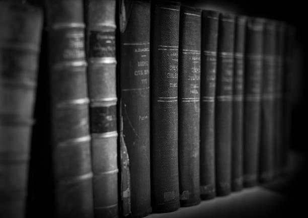 paper wisdom - fachliteratur stock-fotos und bilder