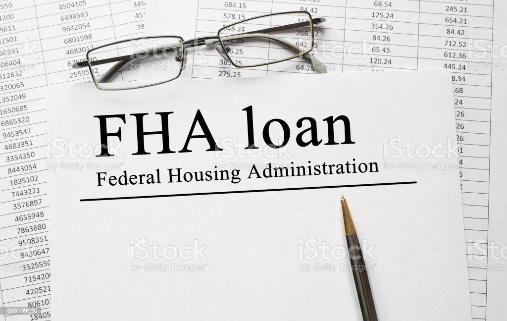 Papier mit FHA Darlehen auf einem Tisch – Foto